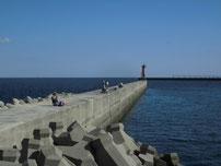 新門司港 赤灯台の波止 の写真