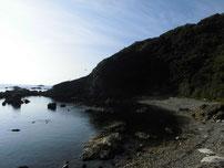 矢玉漁港 右側の地磯の写真