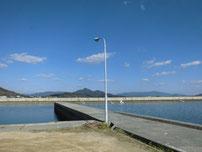 大海漁港 港内の波止の写真