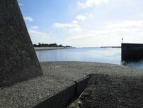 阿知須漁港 上流側の波止 先端の写真