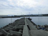 吉富漁港 大波止・内側の波止 の写真