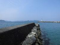 三見漁港 小波止の写真