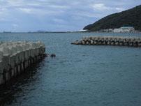 吉見漁港 テトラポットの波止の写真