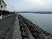 能徳工業団地 左側の護岸の写真