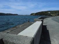 久津漁港 道路沿い岸壁