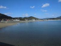 大海漁港 左側の砂浜 の写真
