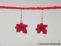 Ohrringe-Puzzleteil-mit-Küsschen-rot