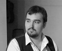 Cajon Lehrer Niklas Martin Steingräber an der Musikschule Musikplanet in Lüneburg