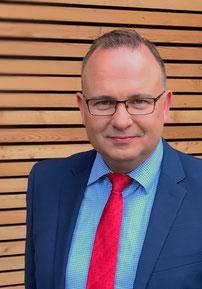 Partner für Ihre Baufinanzierung: Jens Schmidt, Bankkaufmann und Versicherungsfachmann, wohnt selbst in Weyhe