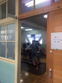 教室の扉を開けると日本代表の練習所が広がっている