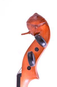 geschnitzer Kopf für eine 1/2 Geige im Rahmen einer Studienarbeit 2014