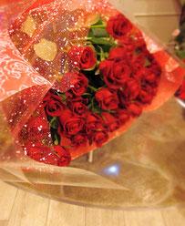 定番の赤バラの花束
