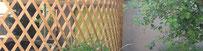 04/2020 in der Bergstrasse wird der neue stützenfreie Carport mit gebogenen Holzlattenwänden aufgerichtet