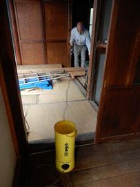 床の調査 水盛り管