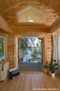 Innenansicht von Ferienhaus in Rundblockbauweise