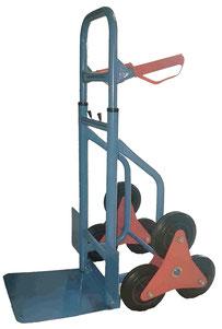 Mit dem Treppensackkarren lassen sich schwere Umzugsboxen leichter über Hindernisse bewegen