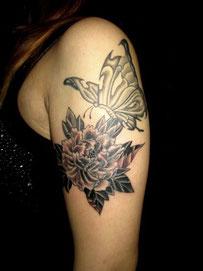 蝶々と牡丹のタトゥー