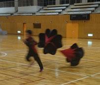パラシュートを付けて走る練習