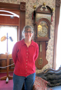 In 2015, Dawn Uitvlugt visited the museum and informed us that her grandmother, Theresa Tolsma, donated this Frisian Staartclock in 2000.