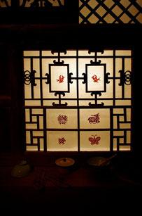 格子窓部分には、ライトボックス付(取り外し可)