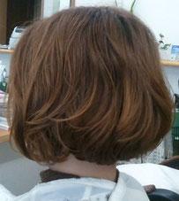 髪痩せしないパーマ 傷まないパーマ 明るい髪色でもパーマがかかる ブリーチ毛にパーマ 大きめウェーブ