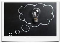 Bild mit Glühbirne mit Verlinkung in die Unterseite Strategisches Marketing.