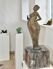 Woman geexposeerd in Galerie Huis ter Heide