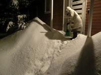 雪の穴を掘るその名も「アナ雪」
