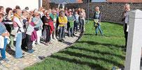 Pfarrer Georg Praun, der Geistliche Beirat des Bezirksfrauenbundes, begleitete die Frauen auf dieser Bibelwanderung.