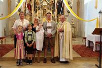 Die Taufgesellschaft mit Diakon Alfons Eiber