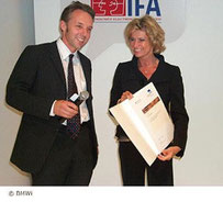 "Dr. Marcus Weiss - founder of the Weiss AG -  was awarded with the first prize of the start-up competition ""successful start with multimedia"" conferred by BMWi.  The award was presented at the IFA 2007 by parliamentary State Secretary Dagmar Wöhrl."