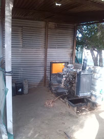 Generator in abgelegener Region im mittleren Osten. / Generator in a remote area in Middle east.