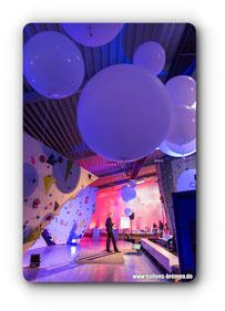 Große Luftballons im Kletterpark Oldenburg