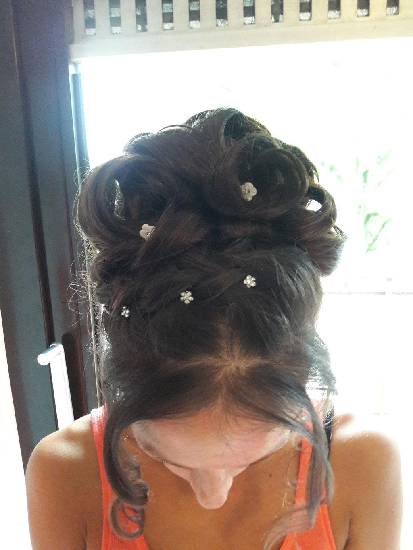 Brautfrisur mit Perlen