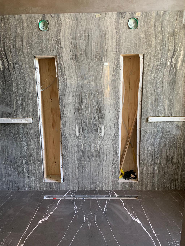 Onyx Nero wand en Pietra Grey marmer vloer