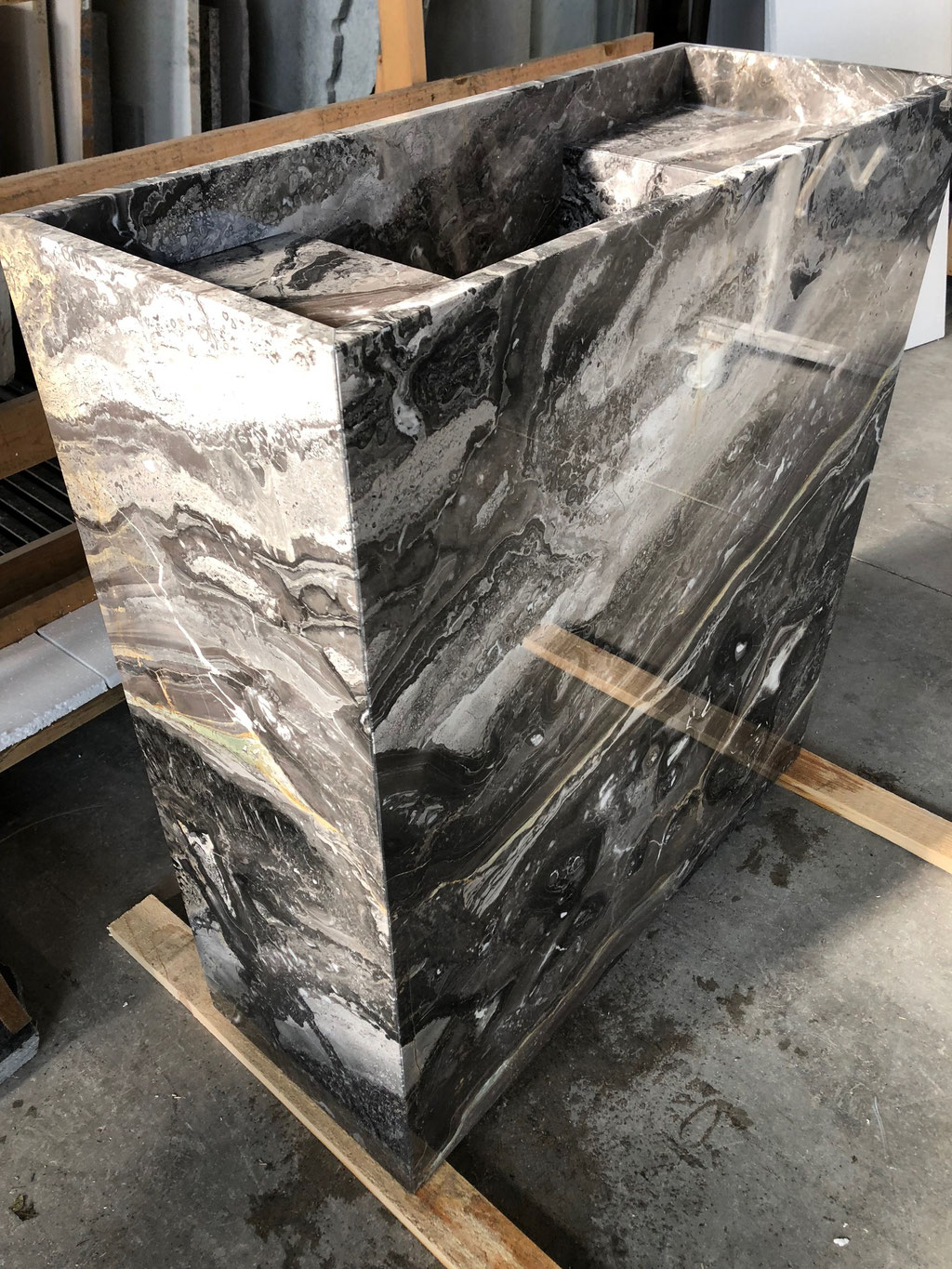 Custom made marble bathroom element