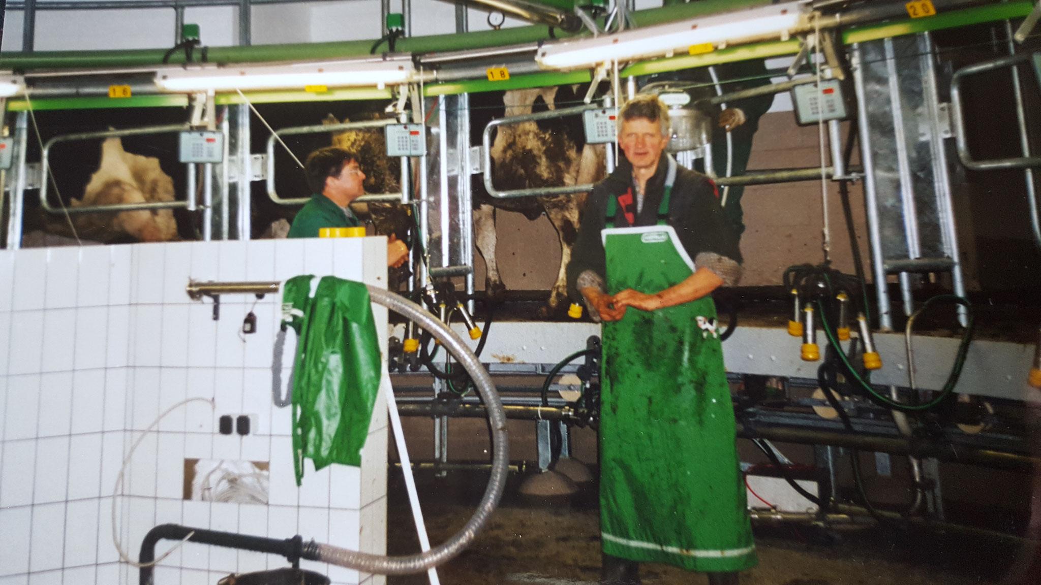 2002 - Erstes Melken im Karussell