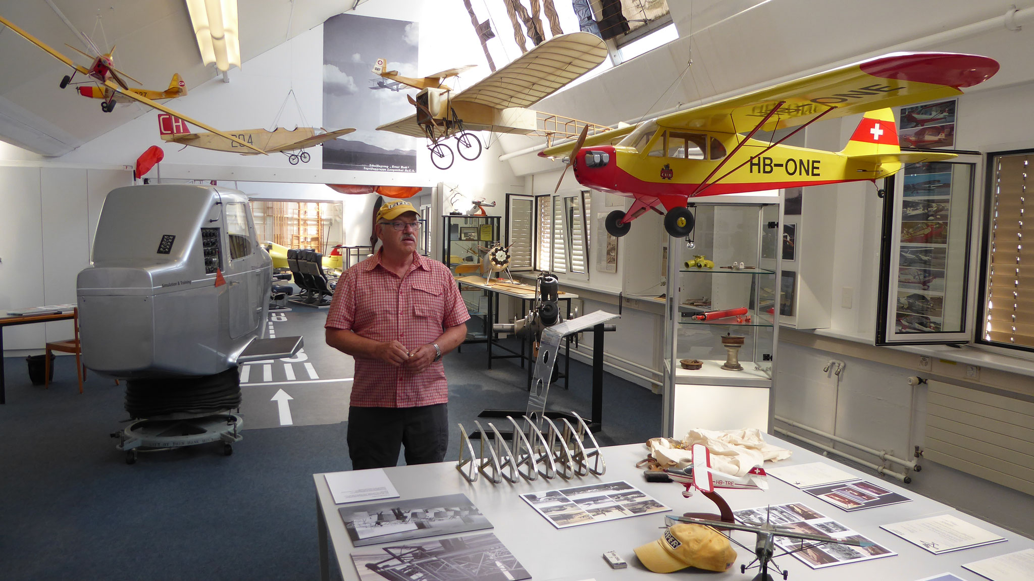Peter Daetwyler präsentiert sein Museum