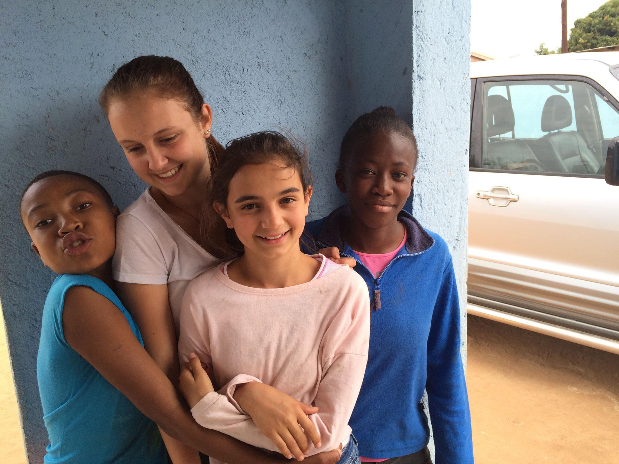 Nosi, Joanna, Larina und Nosipho