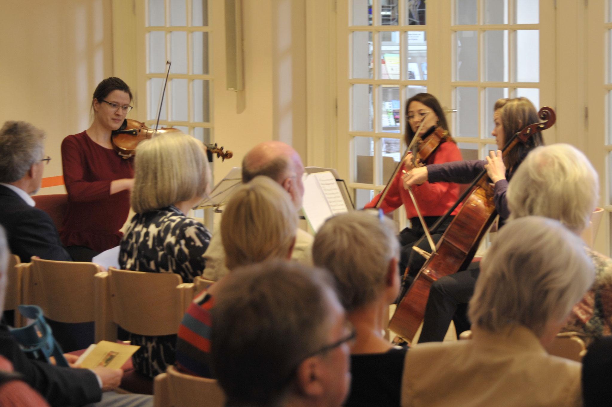 Streicherinnen der NDR-Radiophilharmonie spielten Wiener Klassik