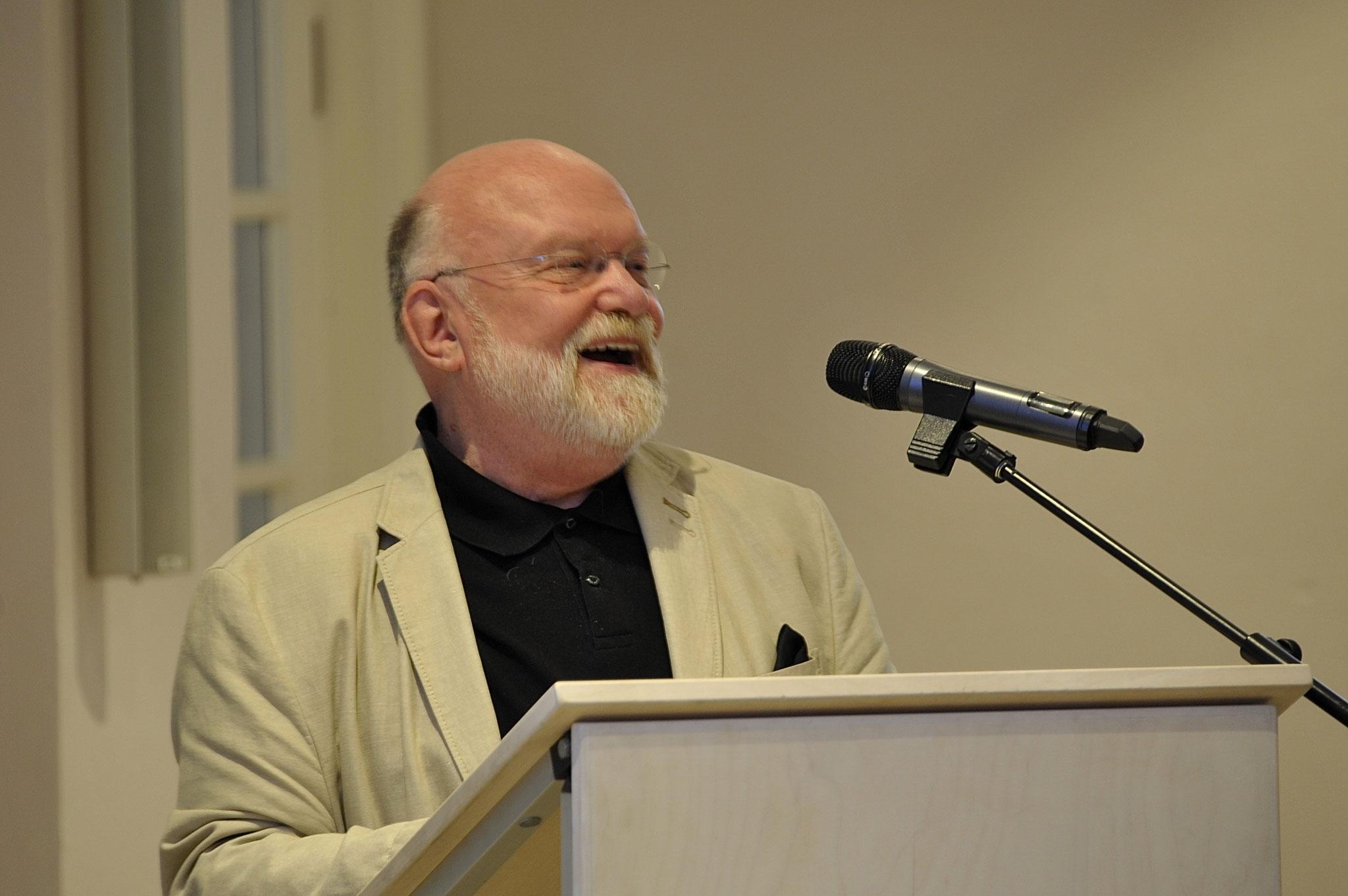 Dank des ausscheidenden Vorstandsvorsitzenden der Stiftung, Reinhold Fahlbusch