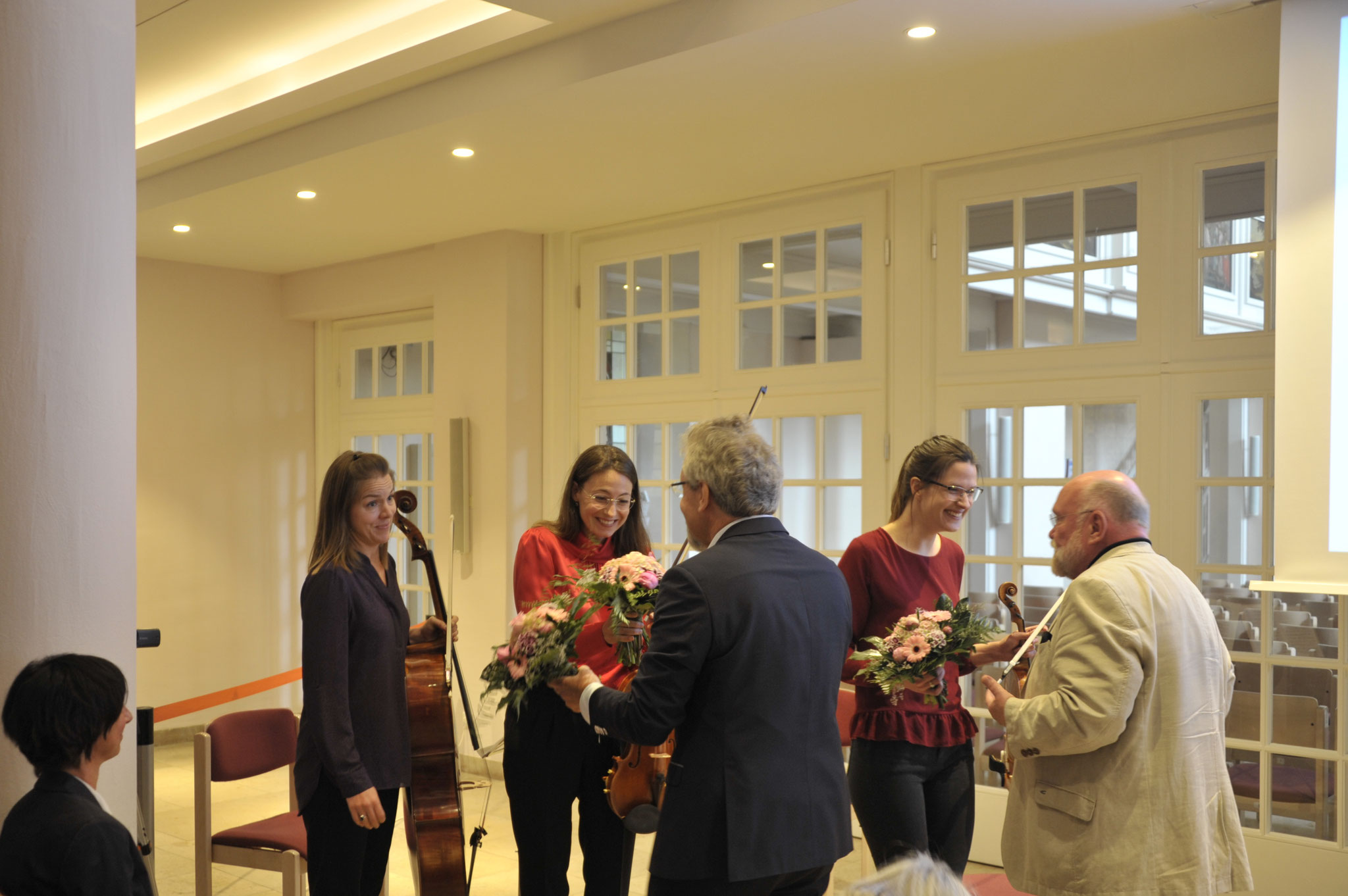 Dank an die Damen des Streichertrios der NDR-Radiophilharmonie