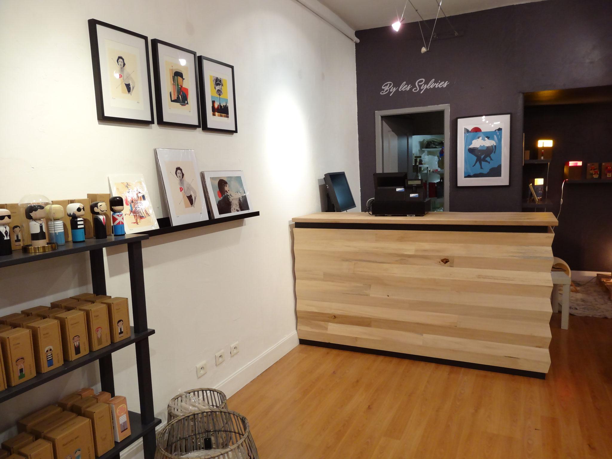 Comptoir accueil design magasin