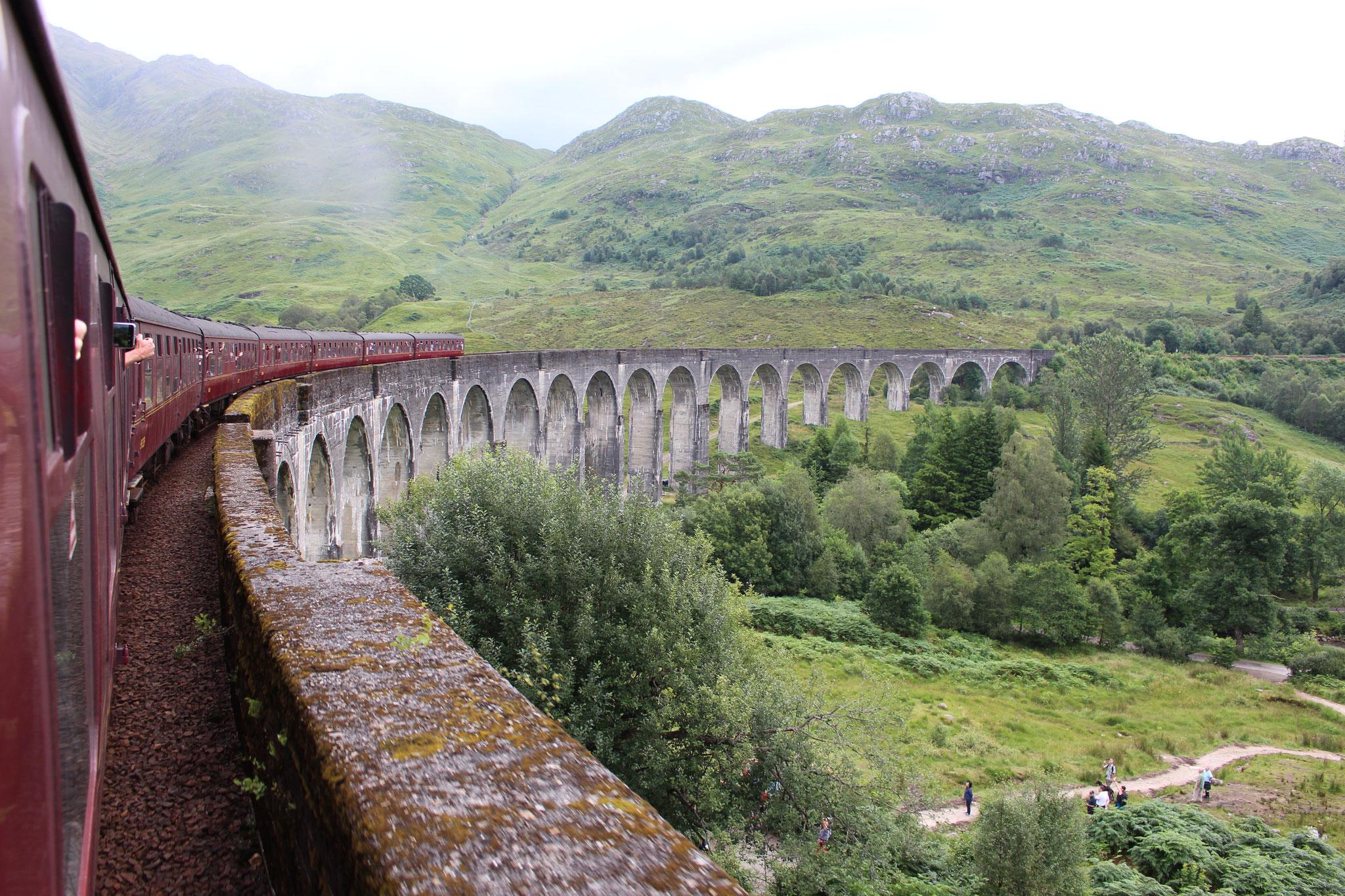 Hinfahrt über das Glenfinnan Viadukt (Richtung Waggongs)