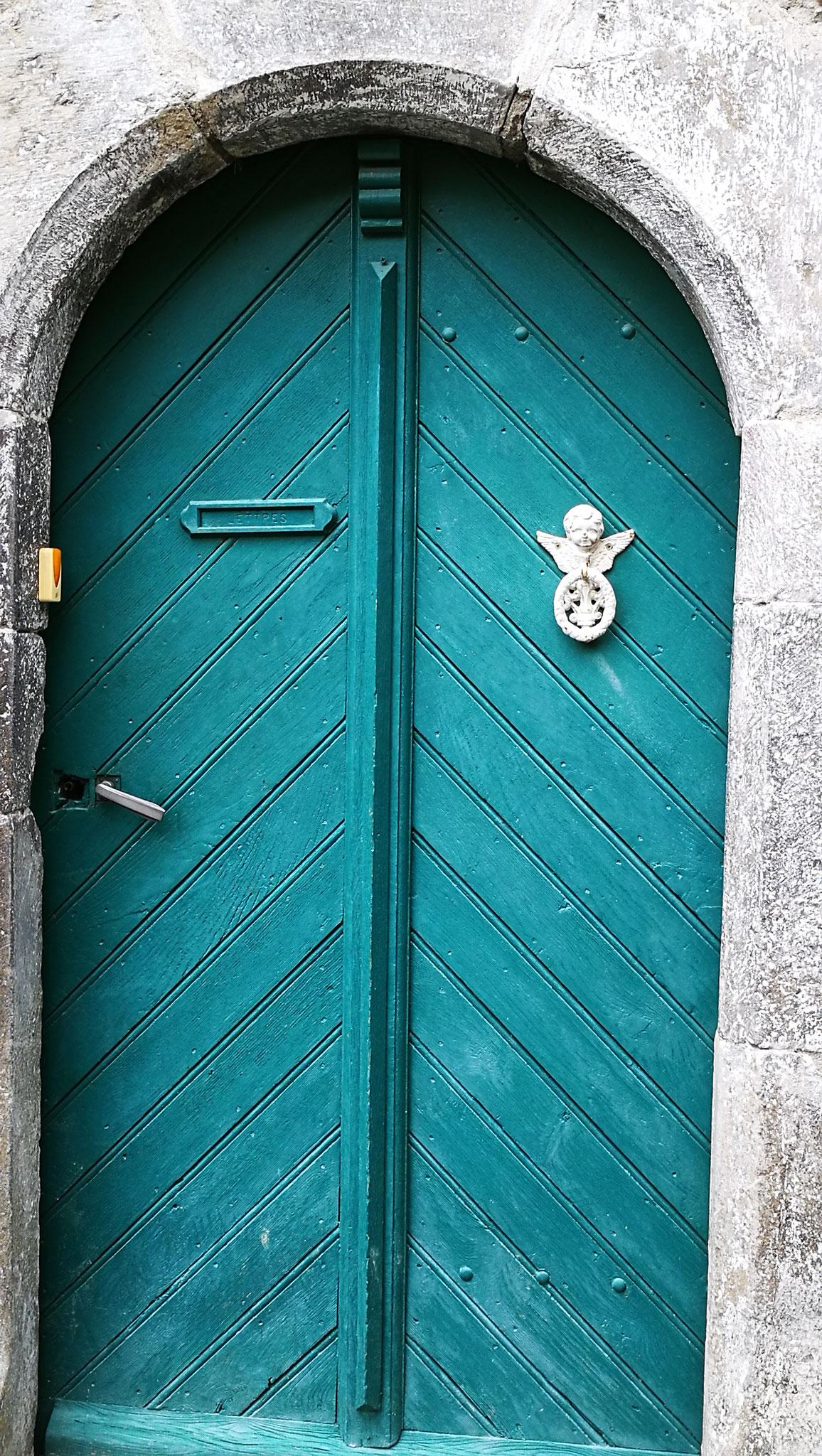 Porte en bois à heurtoir