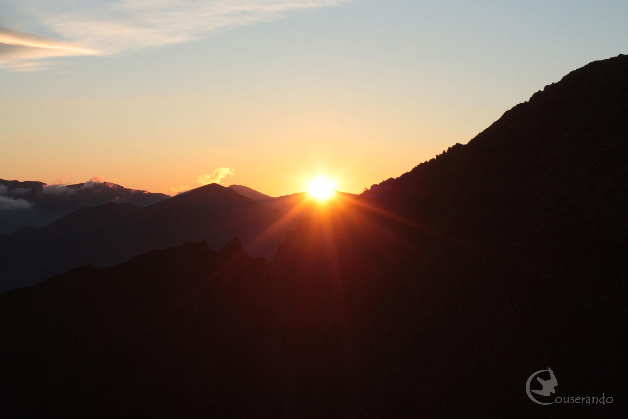 Lever de soleil depuis le col de Cerda - Doriane GAUTIER, Couserando - Randonnée Nature Ariège Pyrénées