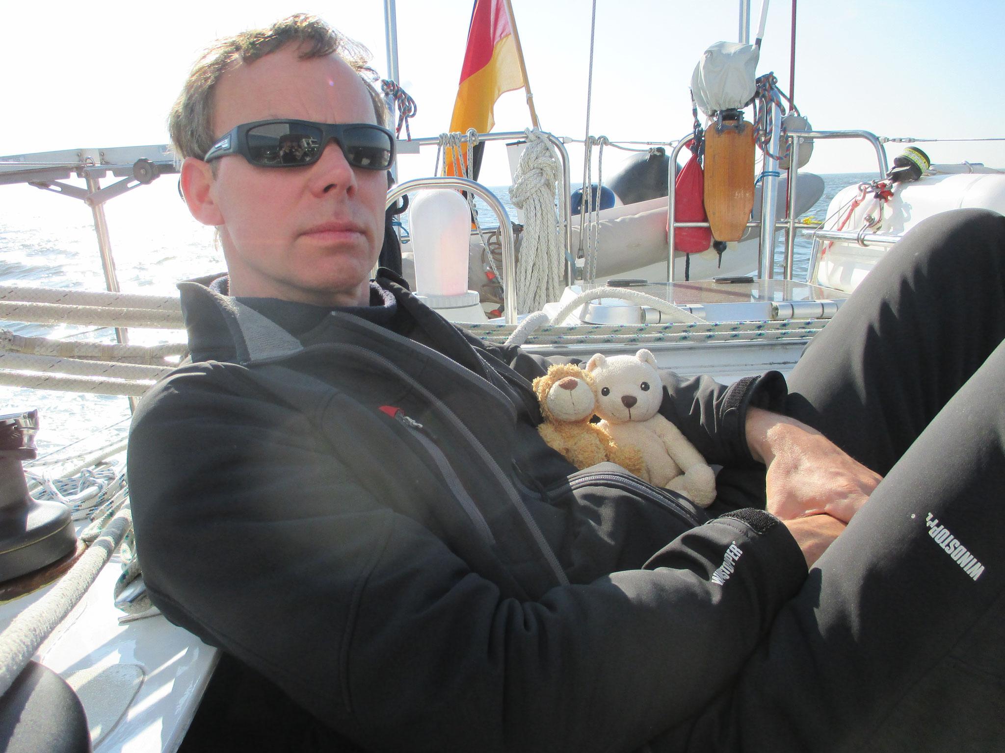 Der Reise-Bär und Teddy fühlen sich wohl