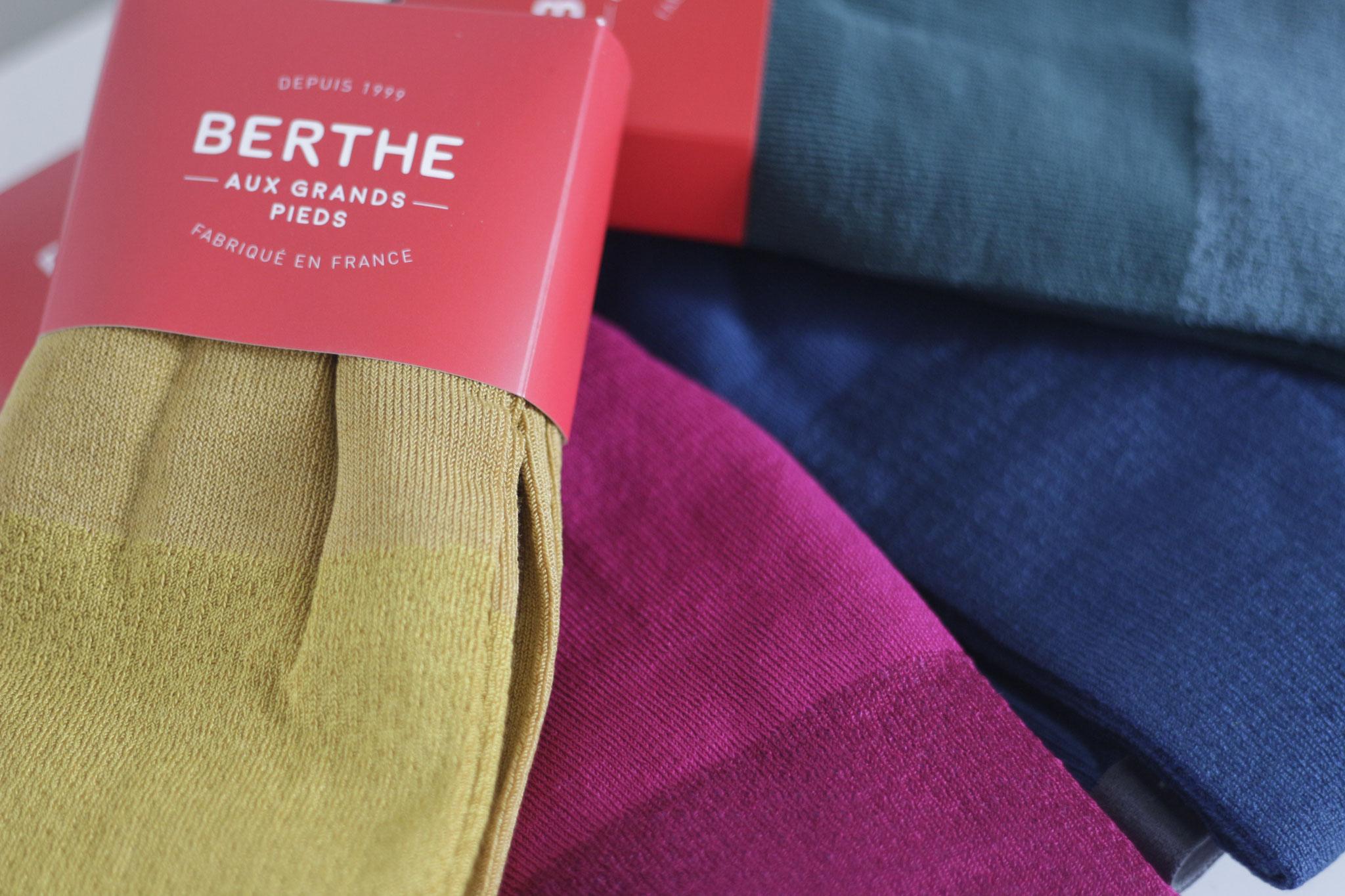 gestrickte Strumpfhosen in Seiden/Baumwollqualität in diversen Farben (CHF 79.-)