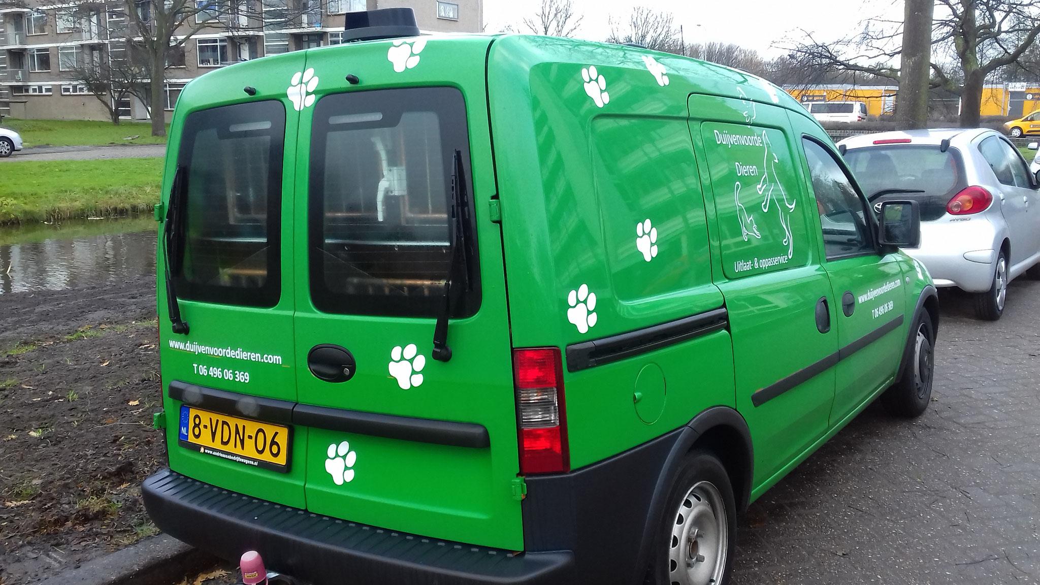De bus waarin de hondjes vervoerd worden!