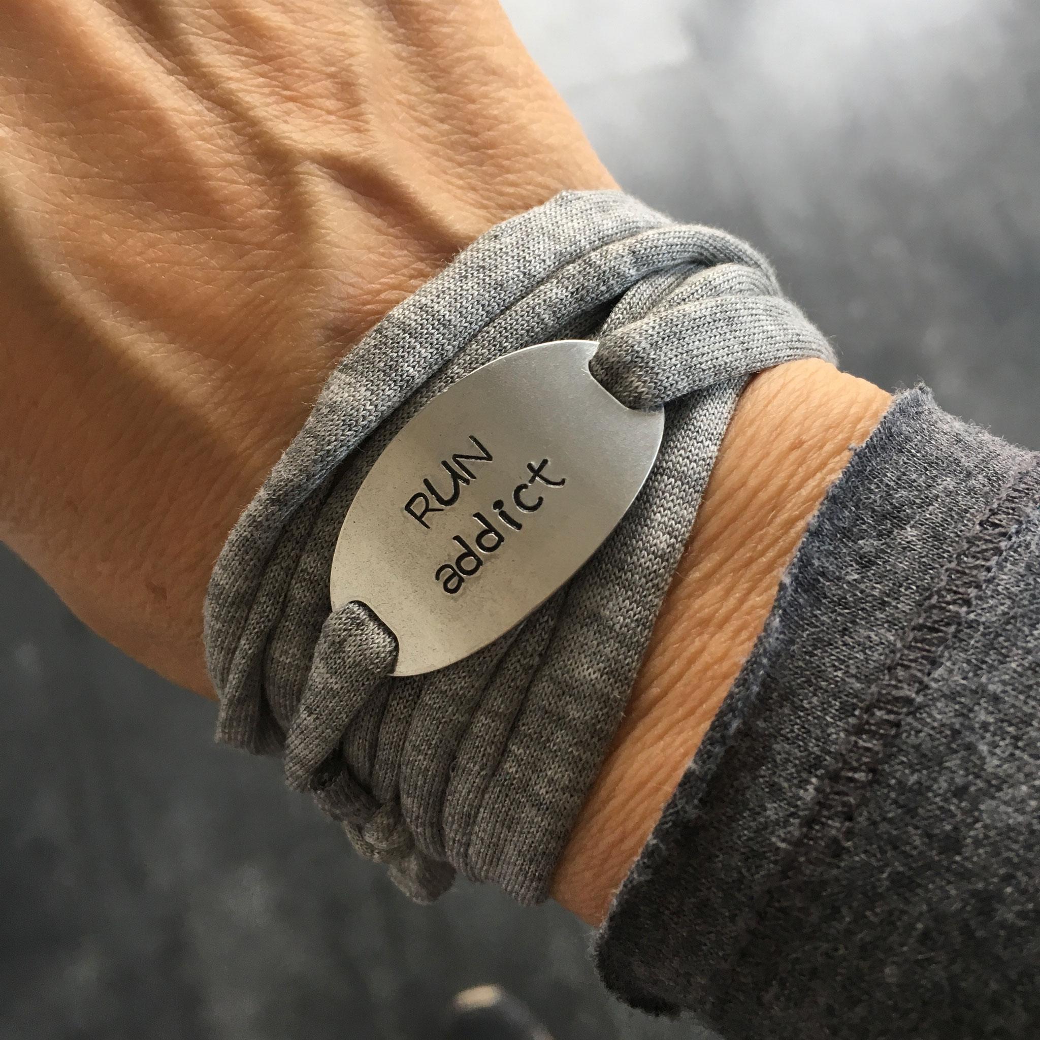 Bracelet bijoux cadeaux sport plaque métal gravée motivation running marathon fait main made in France run addict